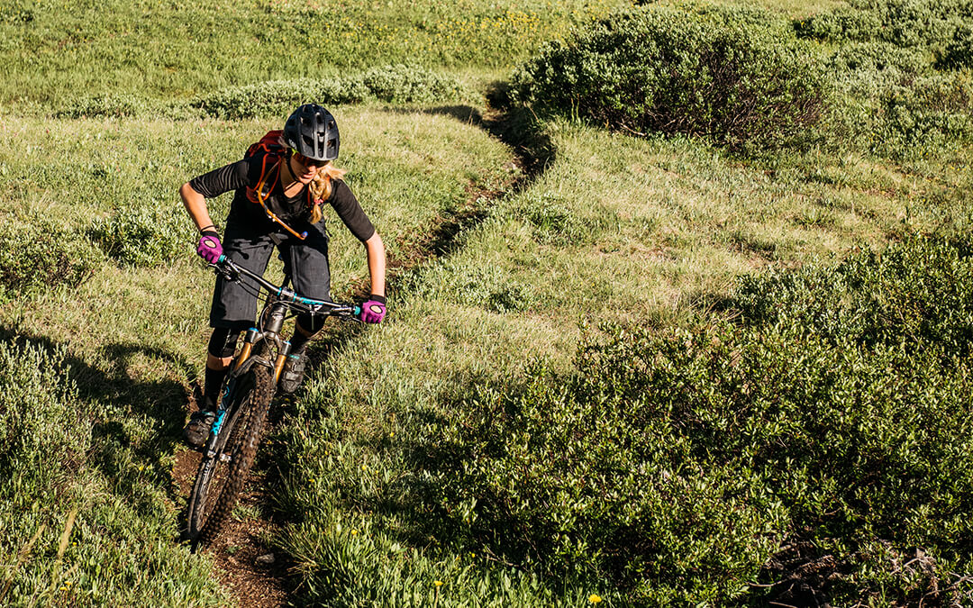 Enter our competition to WIN a pair of women's Raceface Khyber MTB gloves