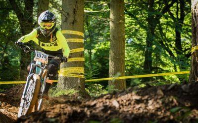 Junior rider Corinna joins the Flow MTB race team