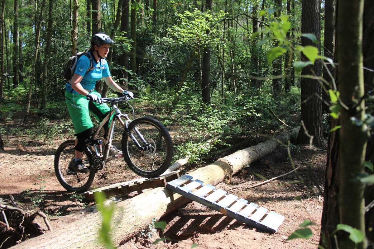 MTB Instruction skills loop - up and over