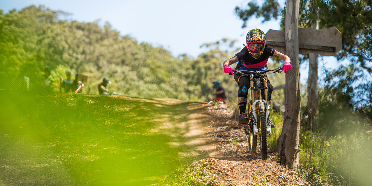 DHaRCO women's MTB clothing; cycling shorts and jerseys