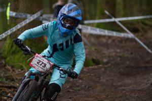 flow-MTB-rider-Corinna-Brisbourne-mini-downhill-round-3