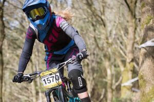 flow mtb rider corinna brisbourne entered the first round of the pearce cycles dowhill series