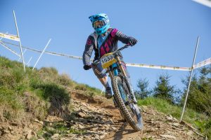 flow mtb rider rebecca smith entered the first round of the pearce cycles dowhill series