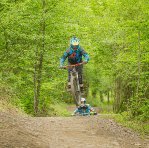 11 year old elin berry joins flow mtb race team