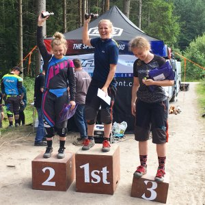 Flow MTB rider Corinna Brisbourne storms into 2nd place at the second round of the 2017 MIJ downhill