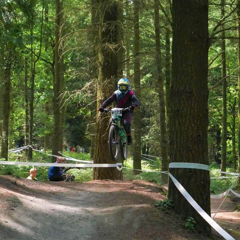 Flow MTB rider Elin Berry round 3 MIJ Downhill summer series Forest of Dean top table