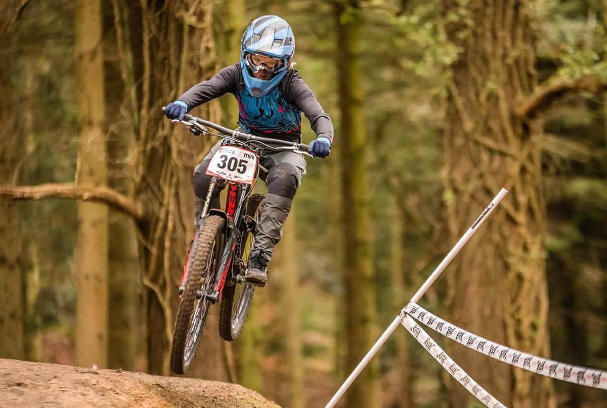 flow mtb rider corinna brisbourne onza mini downhill