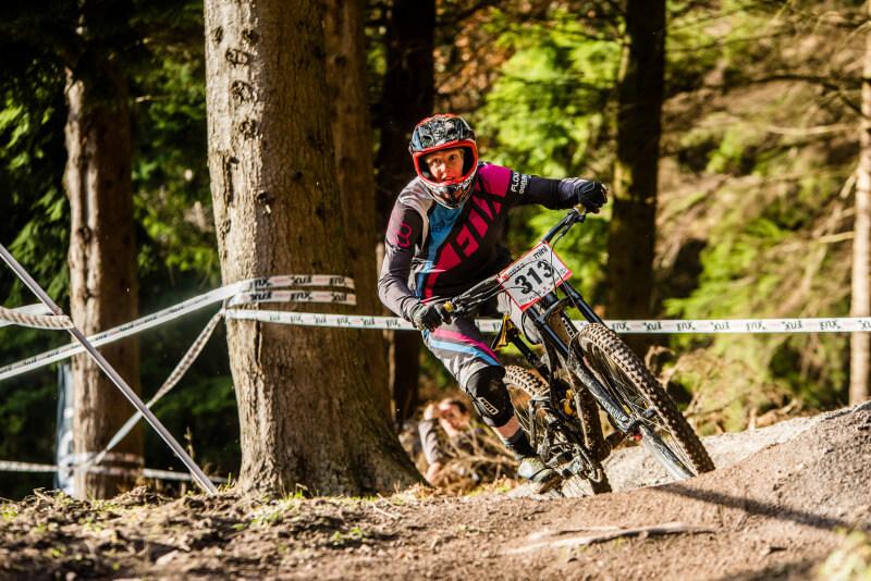 flow mtb rider kate gries ski run round 4 2017 onza mini downhill