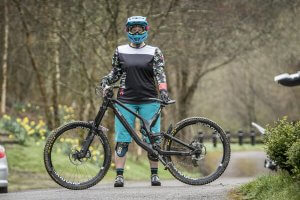 flow mtb rider rebecca smith dharco flamingo sleeves team jersey