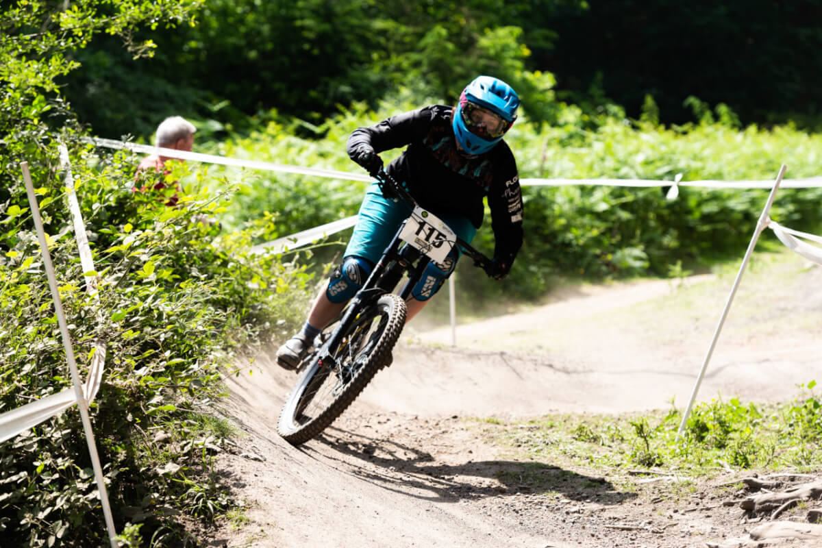 flow mtb rider rebecca smith mij downhill forest of dean