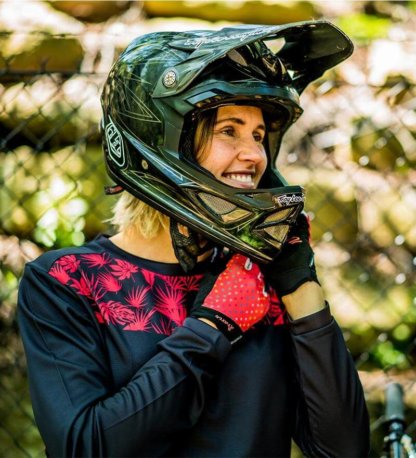 DHaRCO Ladies Arcadia Long Sleeve Gravity Jersey available from Flow MTB