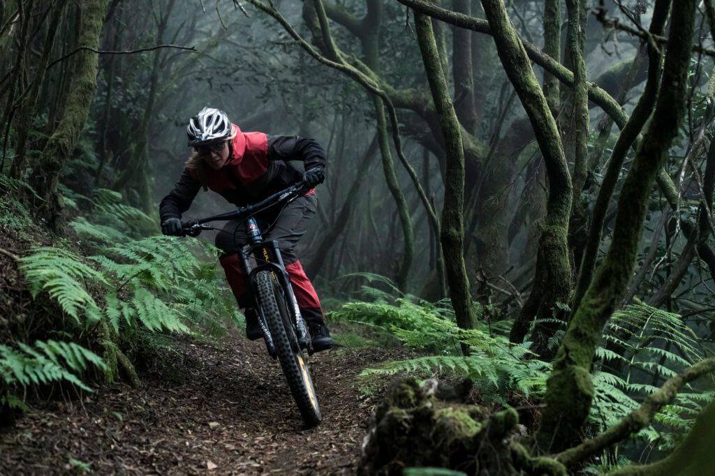 ION women's MTB 2020 collection available now at Flow MTB